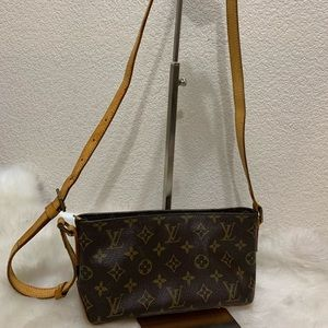 Louis Vuitton Bags - Louis Vuitton Trotteur Crossbody